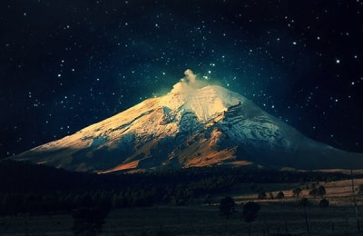 Звездное небо над Эльбрусом