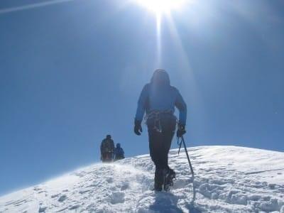 Альпинист на Казбеке
