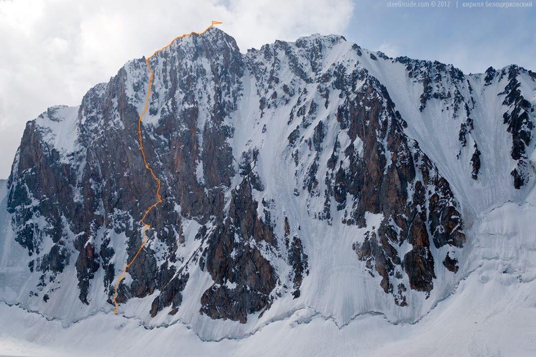 Пик Свободная Корея (4 740 м.), Киргизия, маршрут 6А кат. трудности. Фото: Кирилл Белоцерковский