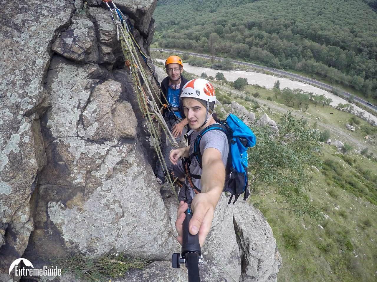 Скальные занятия школы Альпинизма и скалолазания команды ExtremeGuide. Цель: подготовить участников к маршрутам различных категорий трудности.