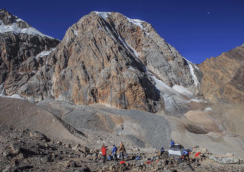 Пик Энергия фото фанские горы поход без рюкзаков