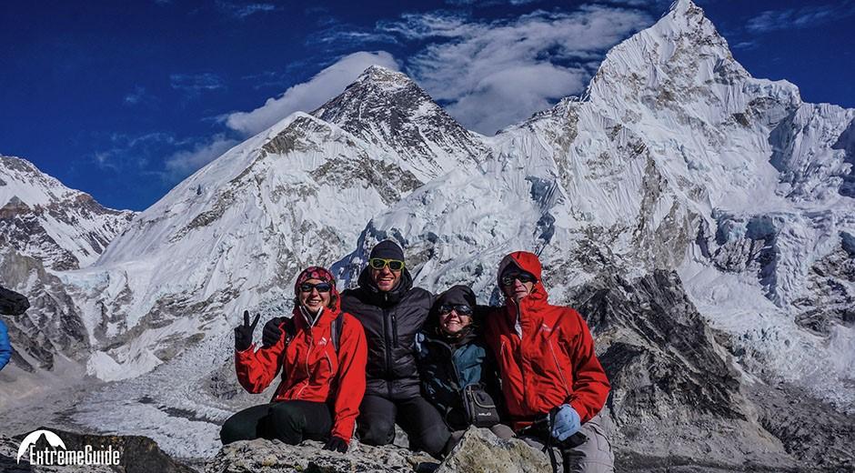 на фоне каллапатара треккинг к эвересту